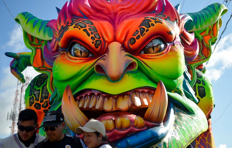"""Pasto. Farbe ist Trump für """"White Day""""-Parade zum """"Black and White""""-Karneval im Süd-Westen von Kolumbien."""