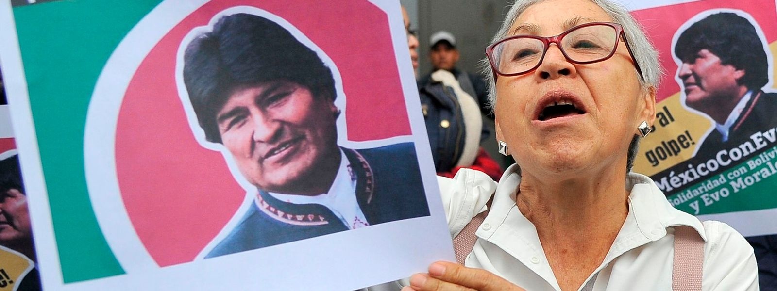 Vor der bolivianischen Botschaft in Mexico City demonstrierten die Menschen am Montag.