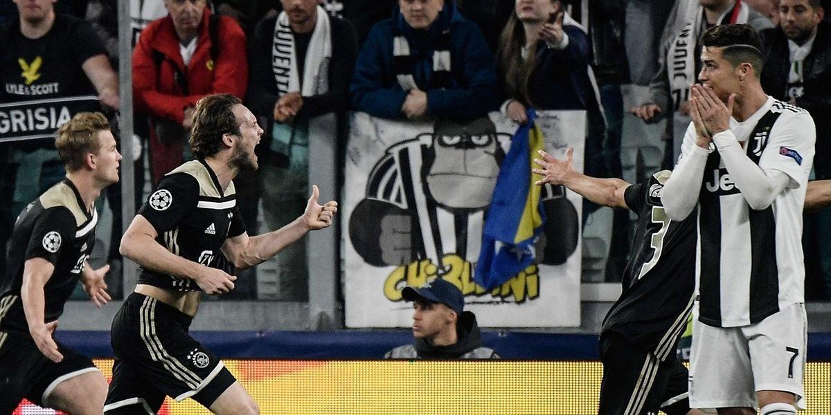 Ronaldo peut se tenir le visage entre les mains. Malgré son but la Juve est éliminée. De Light et Blind exultent après le deuxième but de l'Ajax.
