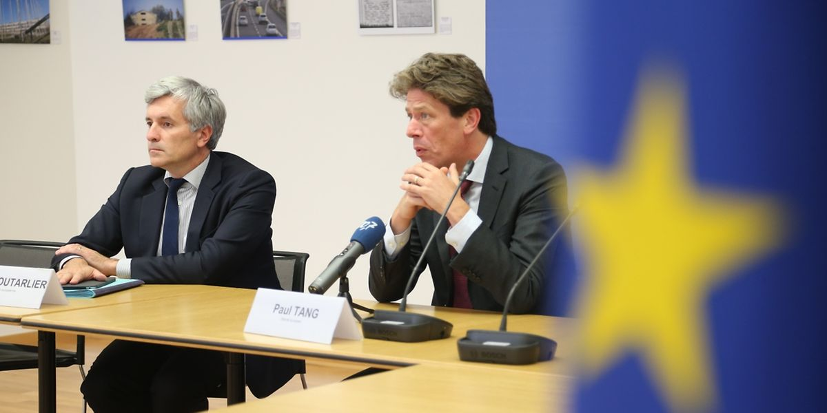 Der hohe EU-Beamte Valère Moutarlier (l.) und der niederländische EU-Abgeordnete Paul hörten sich die Kritik der Luxemburger Akteure an.