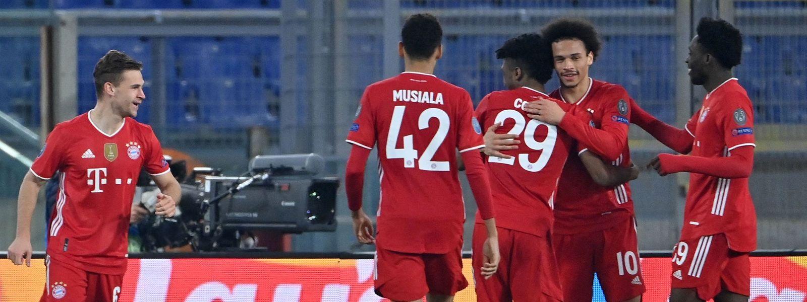 Souveräner Auftritt: Die Münchner Joshua Kimmich, Jamal Musiala, Kingsley Coman, Leroy Sané und Alphonso Davis (v.l.n.tr.) freuen sich über den lockeren Sieg.
