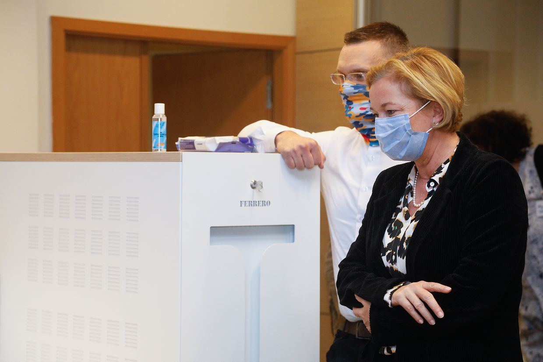 Gesundheitsministerin Paulette Lenert und Luxair-Generaldirektor Gilles Feith.