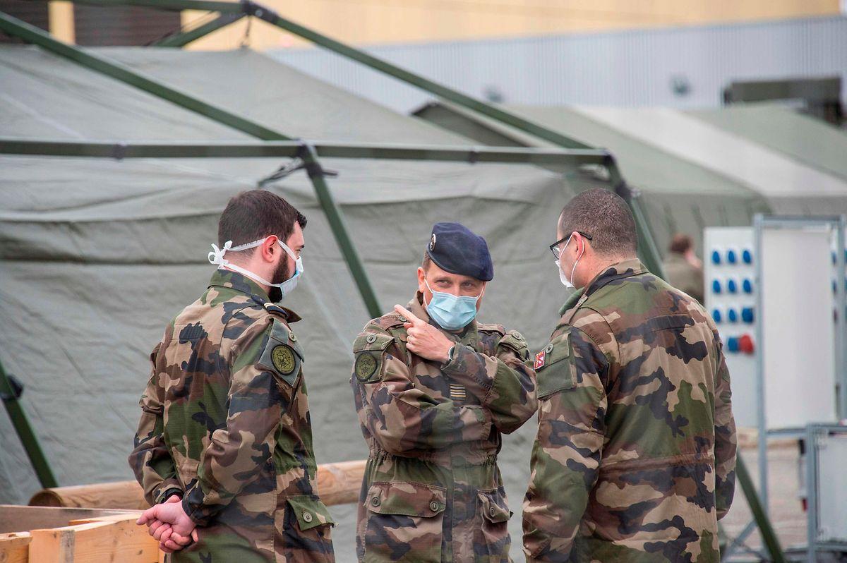 In Mulhouse baute die französische Armee Ende März ein Feldlazarett mit 30 Intensivbetten auf.
