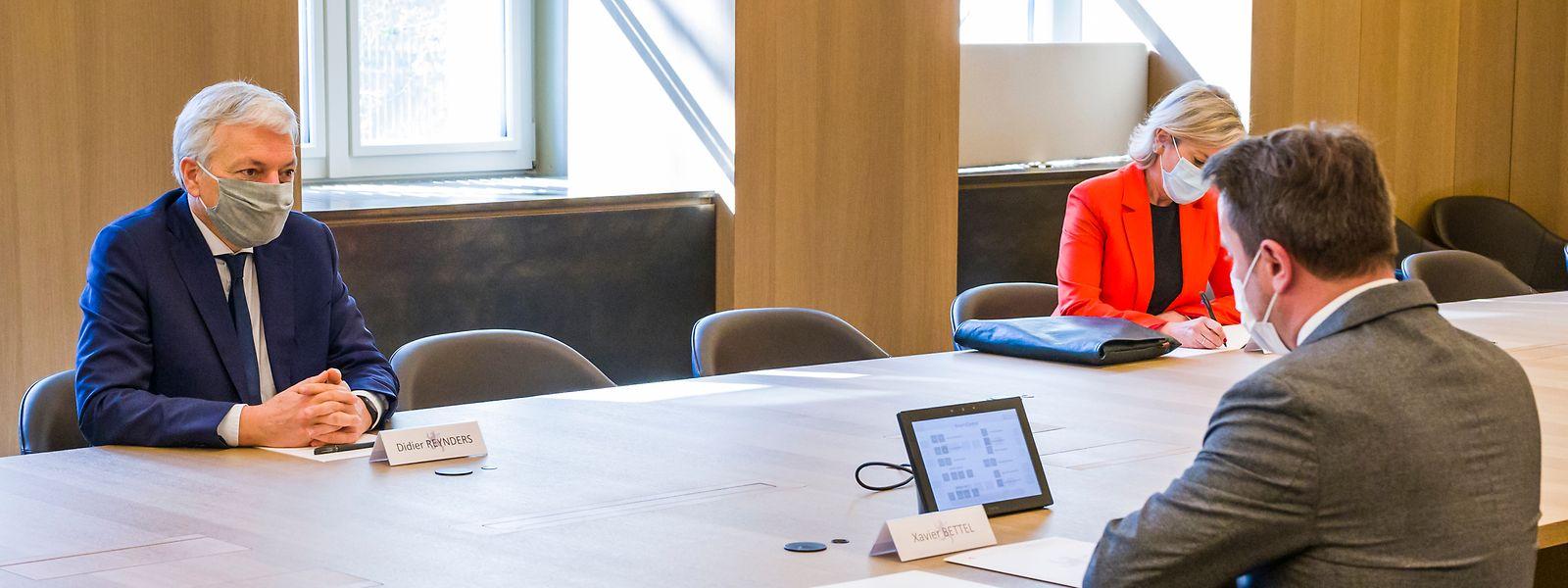 EU- Justizkommissar Didier Reynders, Kabinettchefin Geneviève Tuts und Premierminister Xavier Bettel.