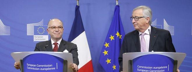 Bernard Cazeneuve e o luxemburguês Jean-Claude Juncker