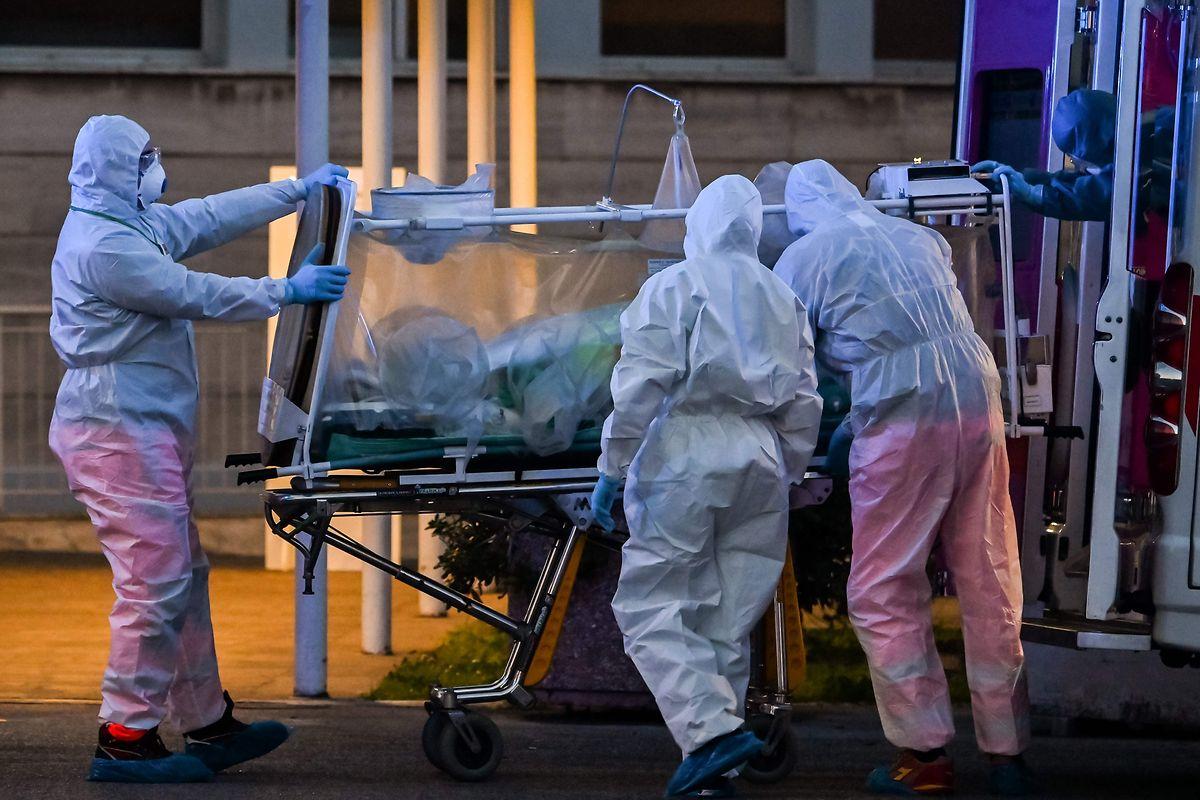 In Bergamo arbeitet das medizinische Personal am Limit: 500 Covid-19-Patienten müssen hier gleichzeitig versorgt werden.