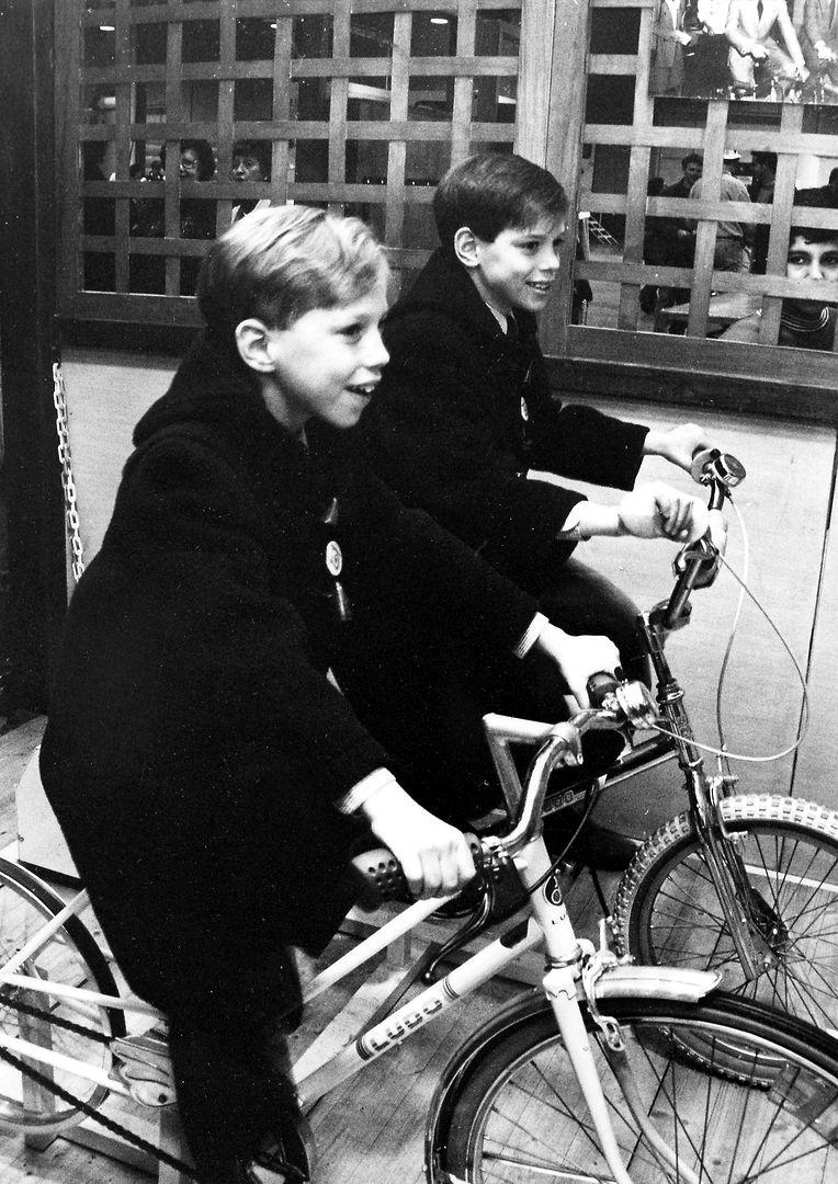 Louis (à esquerda) com o irmão, o príncipe Félix, em 1995.