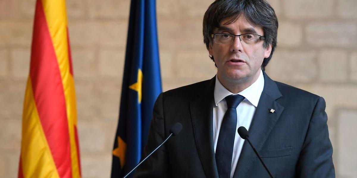Nach der Abhaltung des illegalen Unabhängigkeitsreferendums und dem Beschluss zur Abspaltung von Spanien ist Carles Puigdemont nach Belgien geflohen, wo er sich immer noch aufhält.