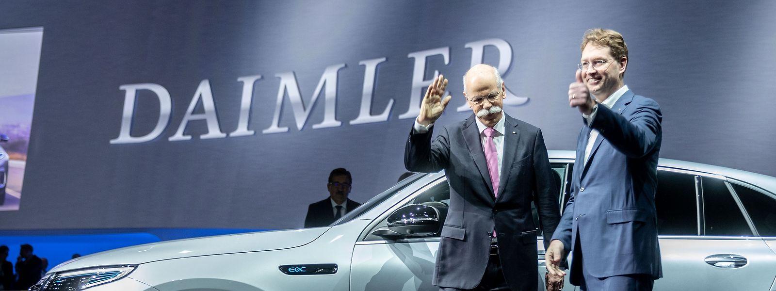 Dieter Zetsche (l), scheidender Vorstandsvorsitzender der Daimler AG, und sein Nachfolger Ola Källenius.