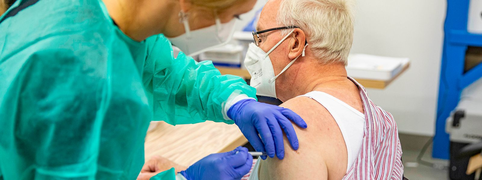 Un intervalle de deux semaines sera respecté avant ou après une autre administration de vaccin (grippe par exemple).