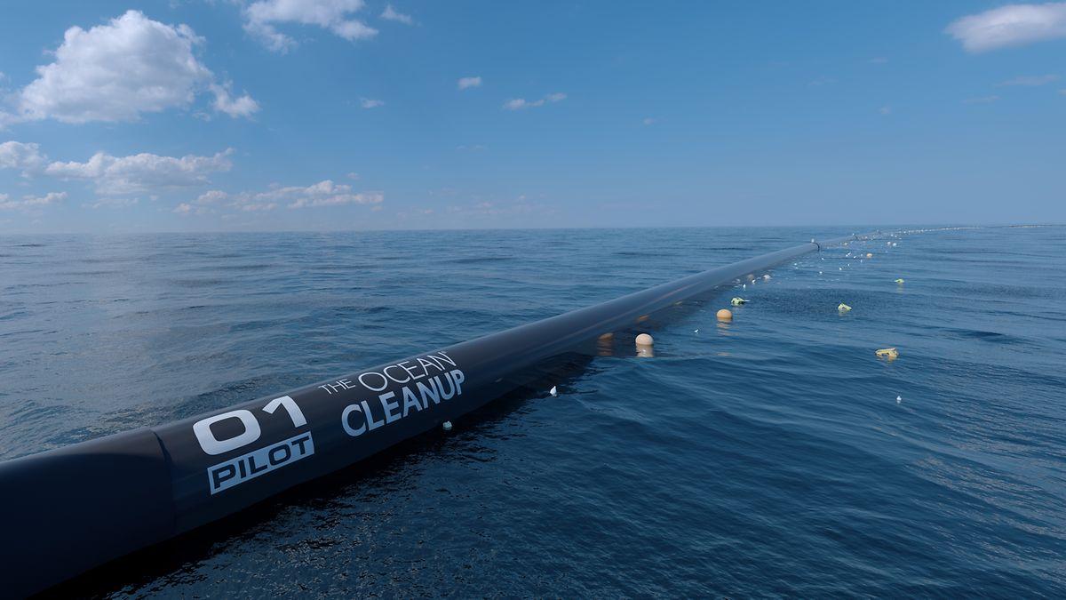 """Erste Versuche zur Bergung des Plastikmülls in den Weltmeeren unternimmt das Projekt """"Ocean Cleanup"""", das nach einer einjährigen Testphase 2018 Müllsammelschiffe in den Pazifik entsendet, die den schwimmenden Unrat von der Wasseroberfläche fischen"""