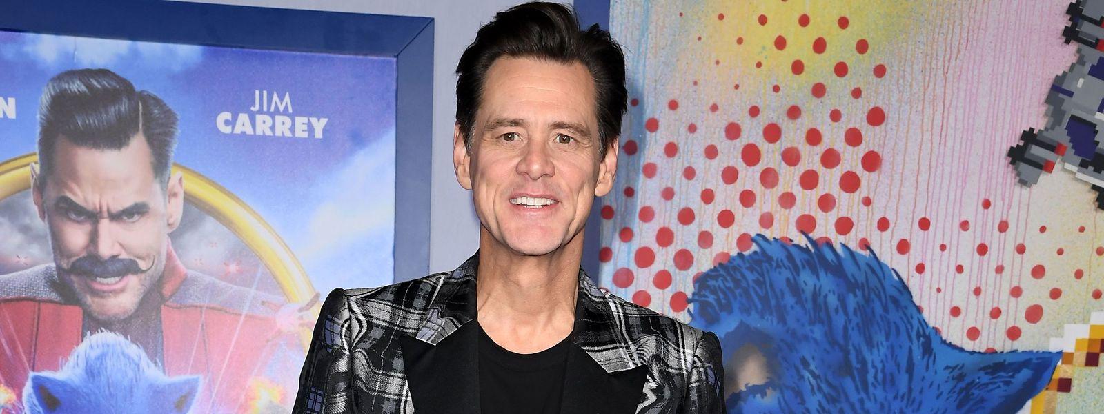 Jim Carrey wuchs in Ontario, Kanada, auf. Erst Anfang der 1980er-Jahre zog er nach Erfolgen als Stand-up-Comedian in seiner Heimat nach Hollywood.