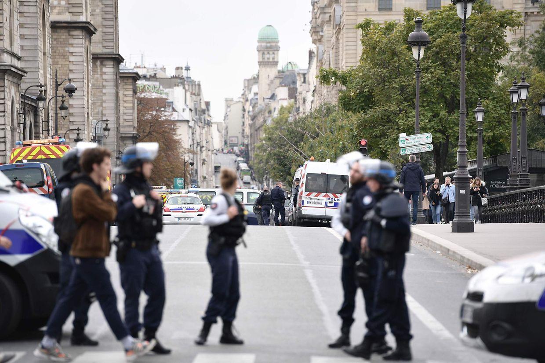 Die Umgebung der Polizeipräfektur wurde abgeriegelt.