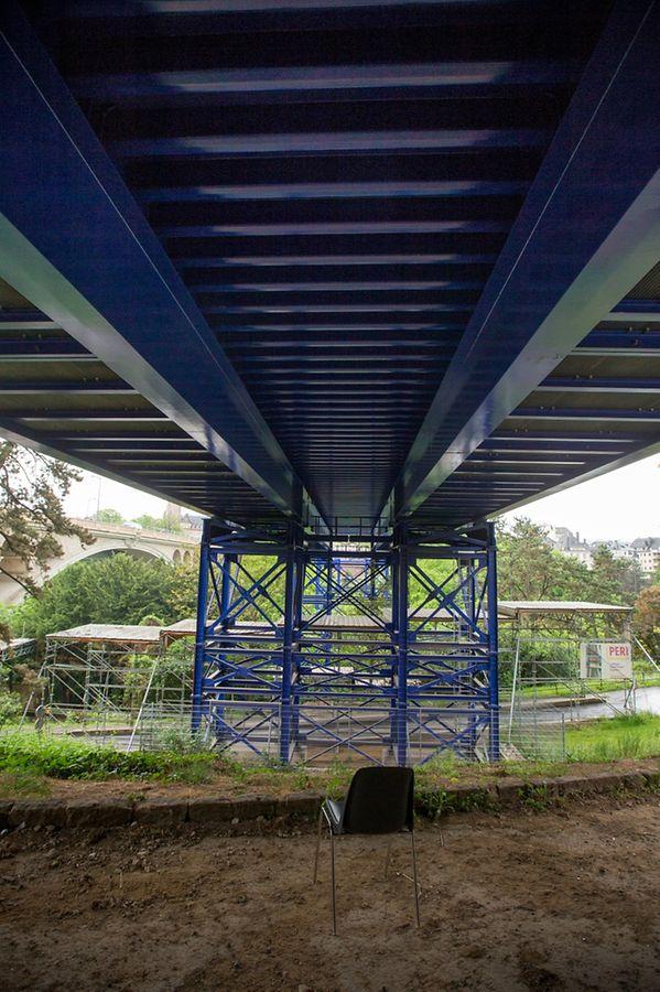 Das Provisorium aus Stahl war in 30 Metern Entfernung zum Pont Adolphe errichtet worden.