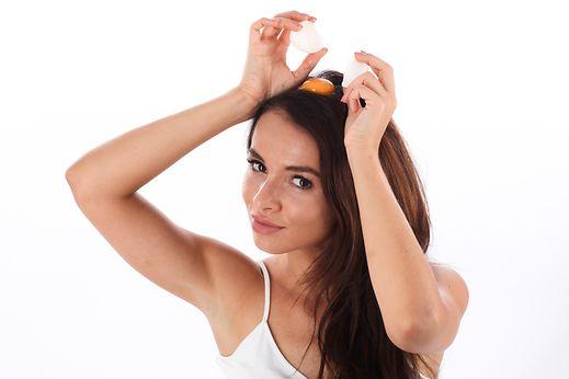 Wie den Umfang des Haares ohne Mittel zu machen