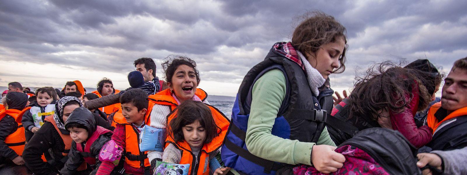 Syrische Flüchtlinge vor der griechischen Insel Lesbos.