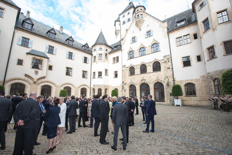 Der Empfang fand im Innenhof des großherzoglichen Anwesens Schloss Berg und im Schlosspark statt.