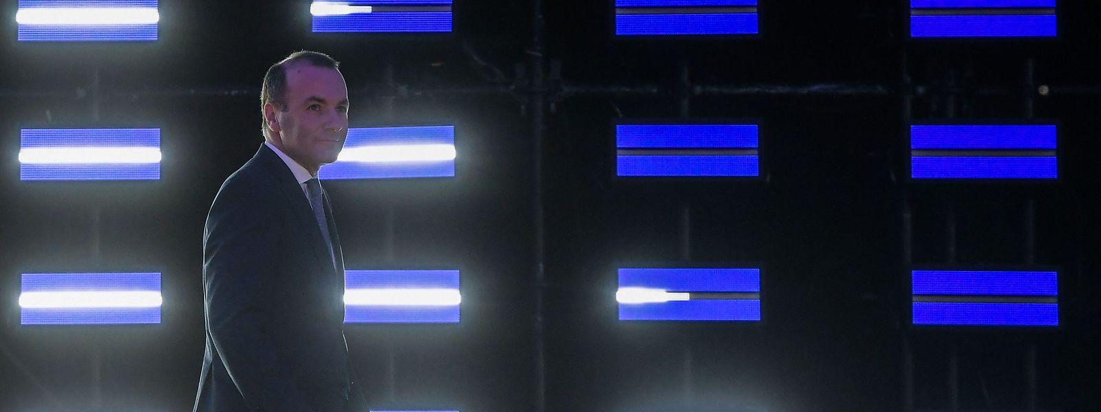 Manfred Weber auf dem Weg zum Rednerpult - nach der Wahl.