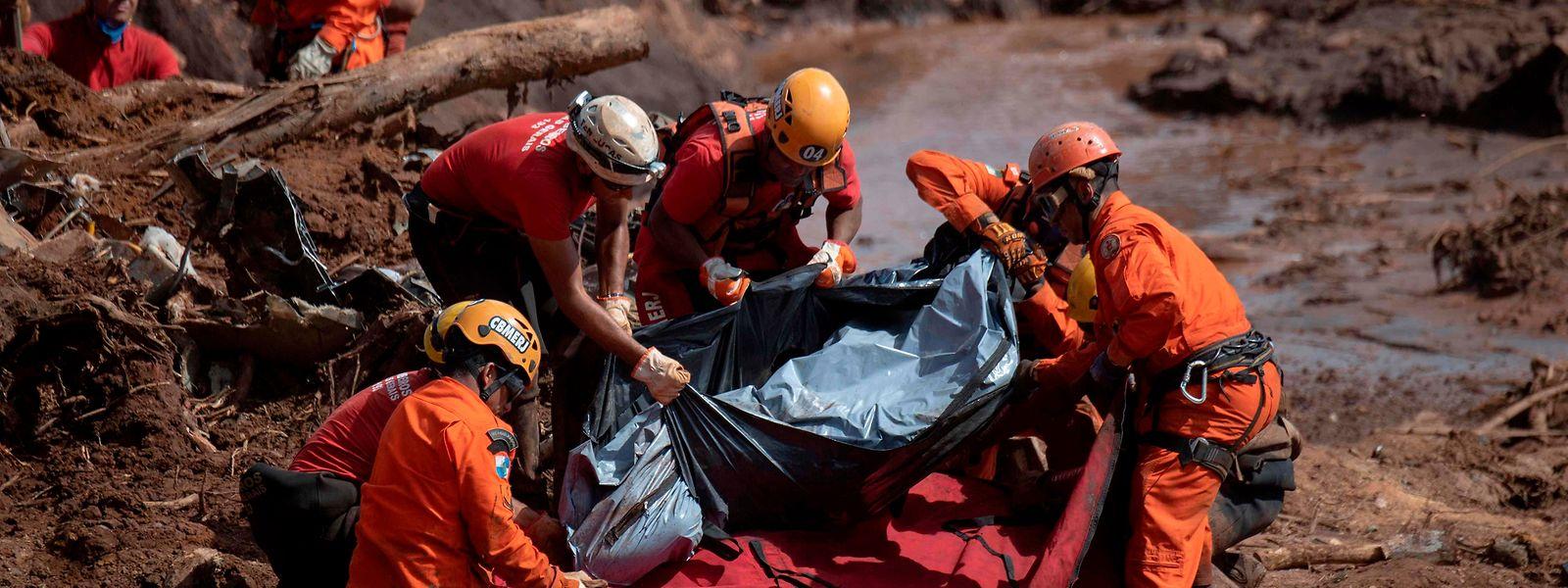 Über 200 Menschen werden noch vermisst, die Zahl der Todesopfer dürfte demnach noch drastisch steigen.