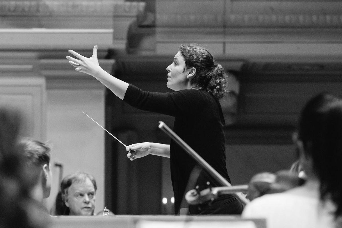 Corinna Niemeyer a entre autres été cheffe assistante à l'Orchestre Philharmonique de Rotterdam.