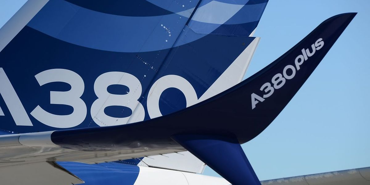 Airbus zeigt in Le Bourget eine A380 mit Atrappen von Winglets, die den Verbrauch des Großraumjets senken sollen.