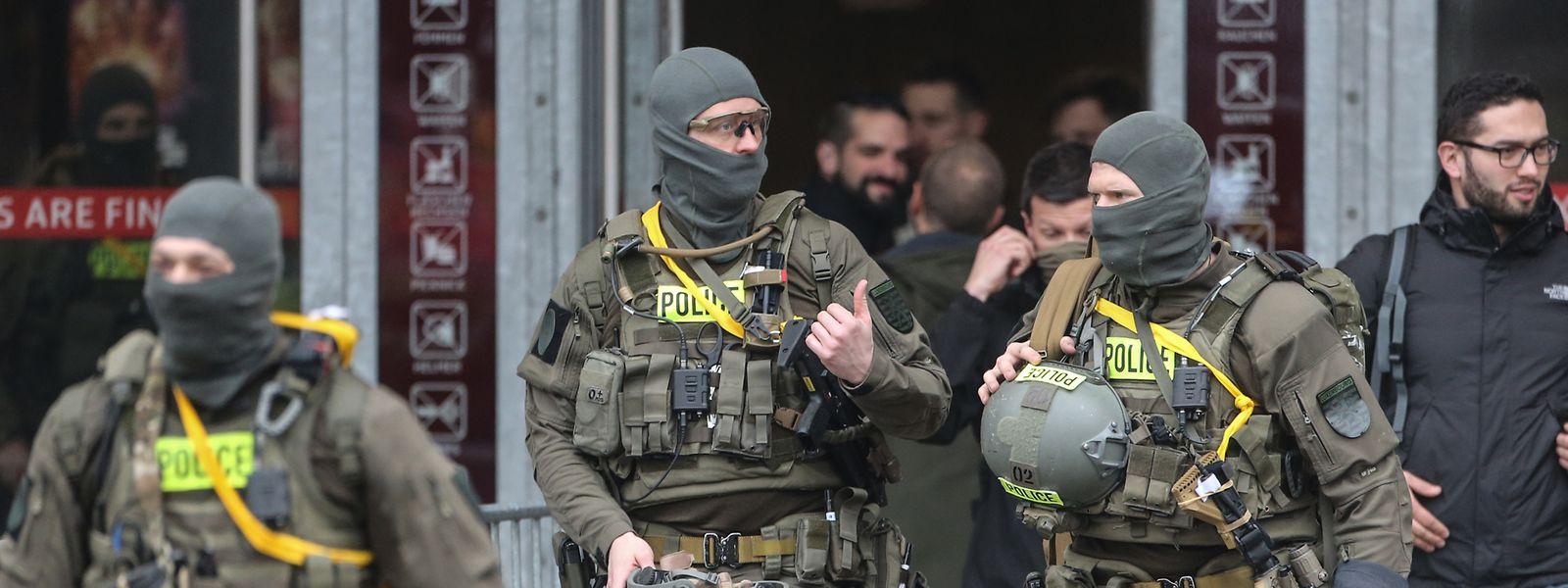 La mission des policiers: prendre le contrôle de la situation aussi vite que possible.