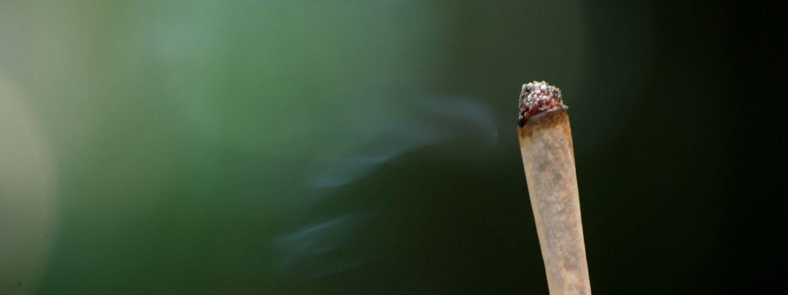 Legalisieren ohne zu banalisieren - das ist eine der vielen Herausforderungen. Die Nachbarländer mit ihrer repressiven Drogenpolitik und der Drogentourismus sind weitere.