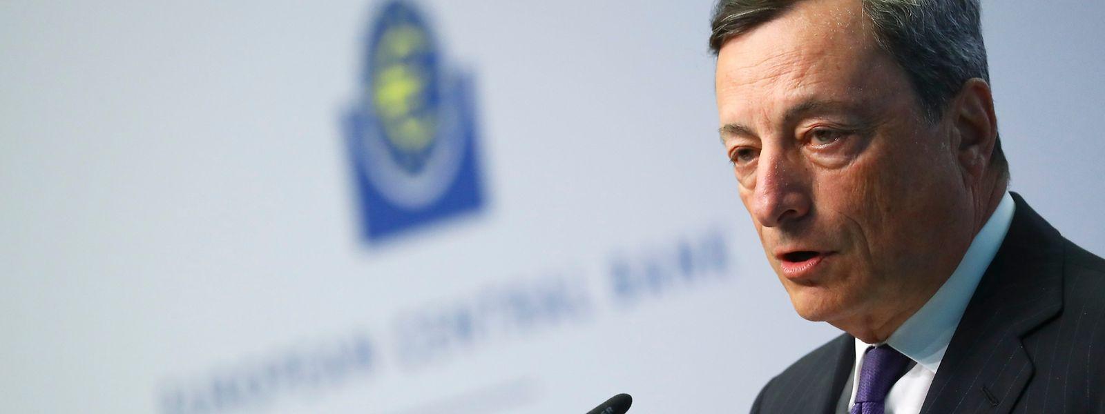 Draghi hält an seiner Geldpolitik fest.