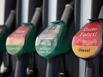 Alle Kraftstoffsorten werden ab Dienstag billiger.