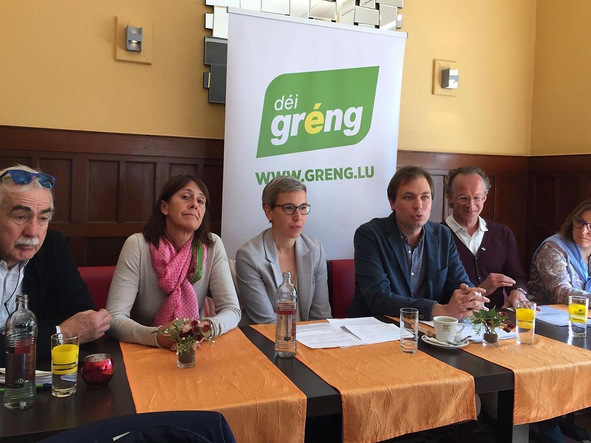 La section locale des Verts s'est réunie à la brasserie Theaterstuff, vendredi 4 avril, pour donner une conférence de presse intitulée «Le vélo en ville: des décisions à prendre».