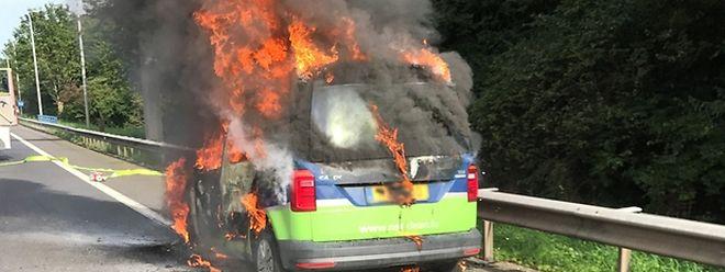 Der Wagen brannte völlig aus.