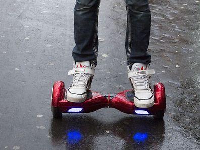 Aux Etats-Unis, à l'été 2016, les autorités américaines ont ordonné le rappel de 500.000 skateboards électroniques «hoverboard» en raison de risques d'incendies ou d'explosion dus à une surchauffe de la batterie.