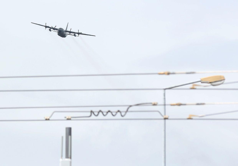 """Eine Airbus A400M überflog am Montag bei der """"himmlischen"""" Generalprobe die Avenue John F. Kennedy"""