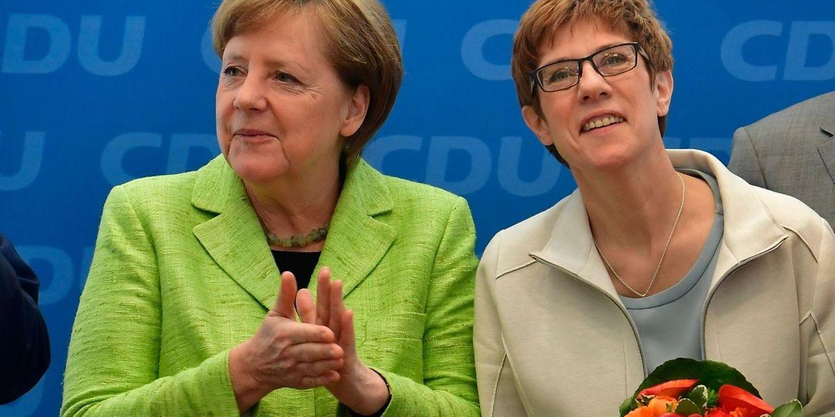 Es scheint, als baue Merkel die Saarländerin Kramp-Karrenbauer als künftige Kanzlerkandidatin auf.