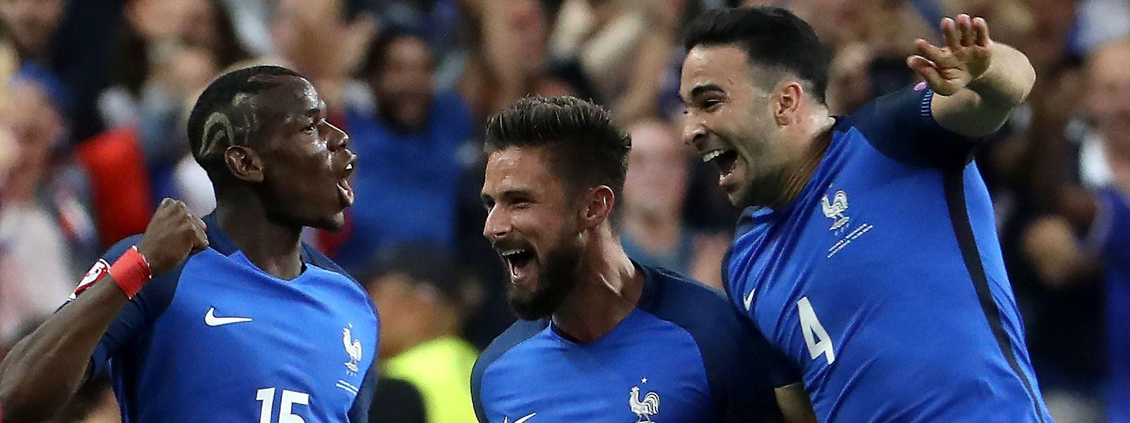 Frankreich gewinnt das Eröffnungsspiel mit 2:1 gegen Rumänien.