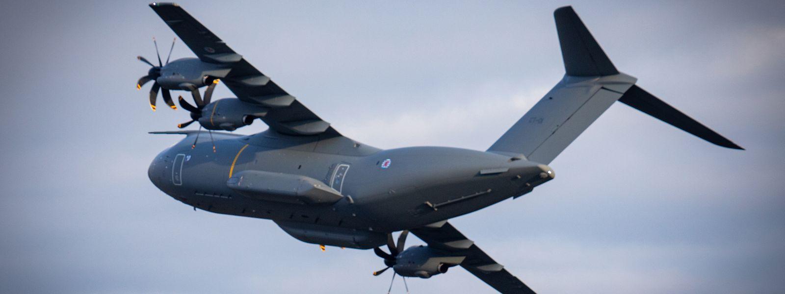 Avant de rejoindre sa base de Melsbroek, l'Airbus A400M s'est offert une parade aérienne dans le ciel belge et luxembourgeois