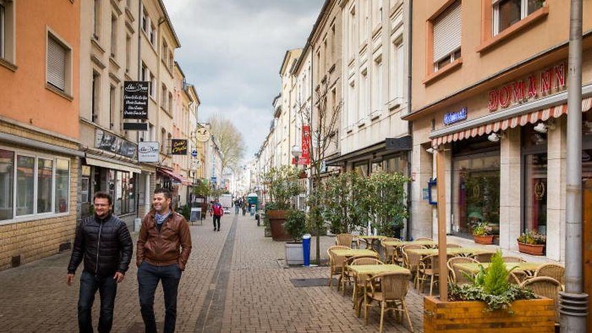 EInst war die Brillstraße für ihren mediterranen Flair bekannt. Mancherorts, wie auf Höhe dieser Pizzeria, strahlt sie den auch heute noch aus.