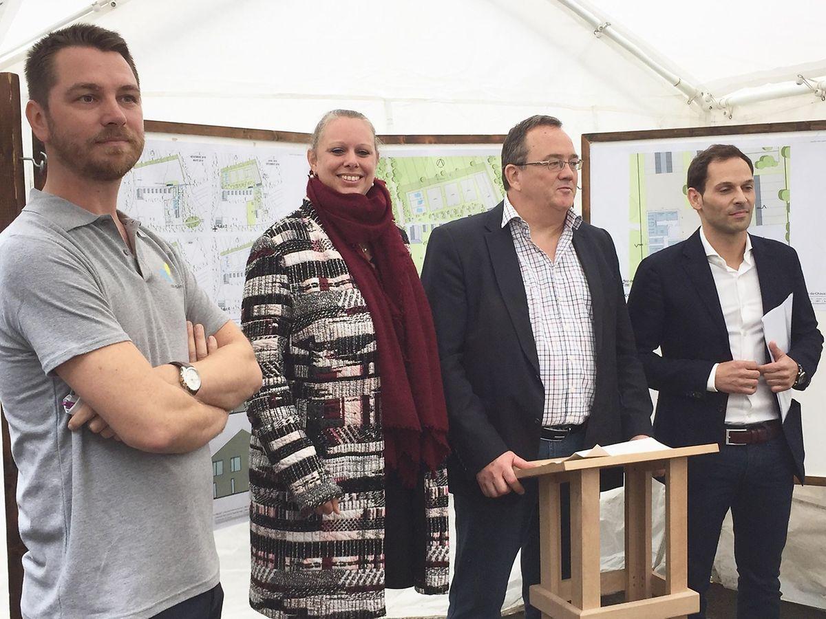 De gauche à droite: Raf Strassen, directeur du centre et guide de cette visite ; Carole Dieschbourg, ministre de l'Environnement ; Roby Biwer, président de la fondation natur&ëmwelt, et enfin Dan Biancalana, bourgmestre de Dudelange.