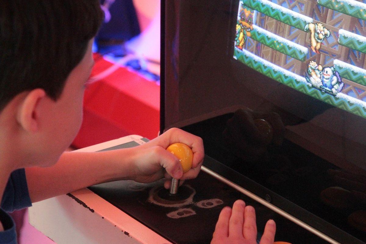 Tout le week-end, les visiteurs sont invités à jouer ensemble sur les machines, récentes ou anciennes, mises à disposition