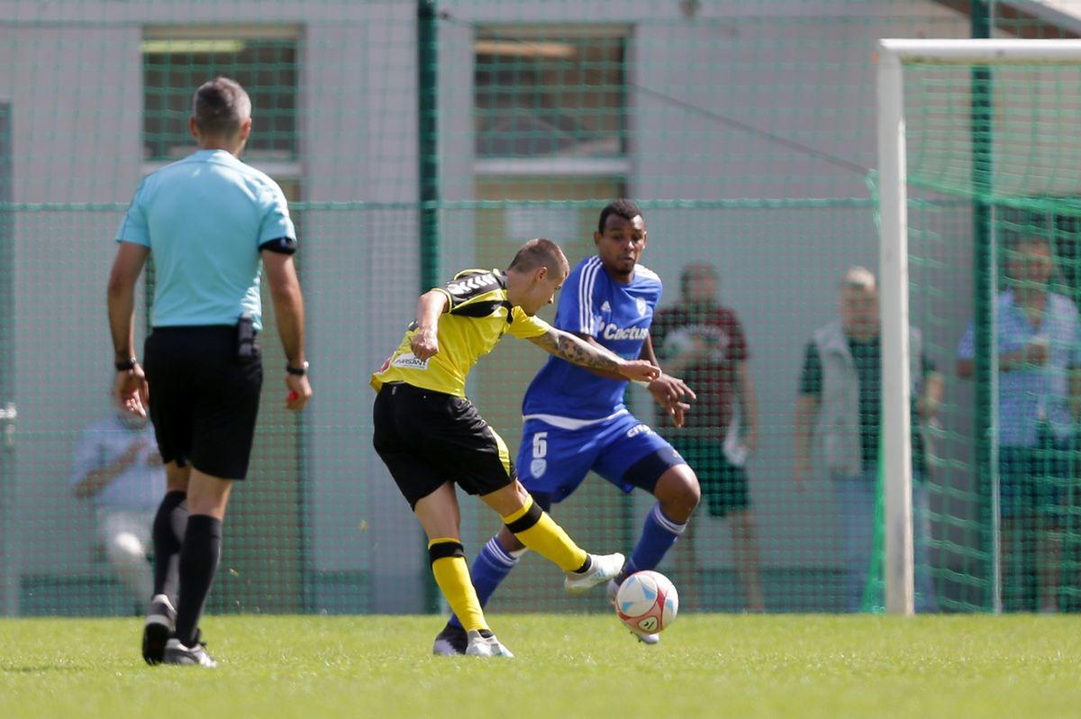 Olivier Thill frappe et marque le 1-2.