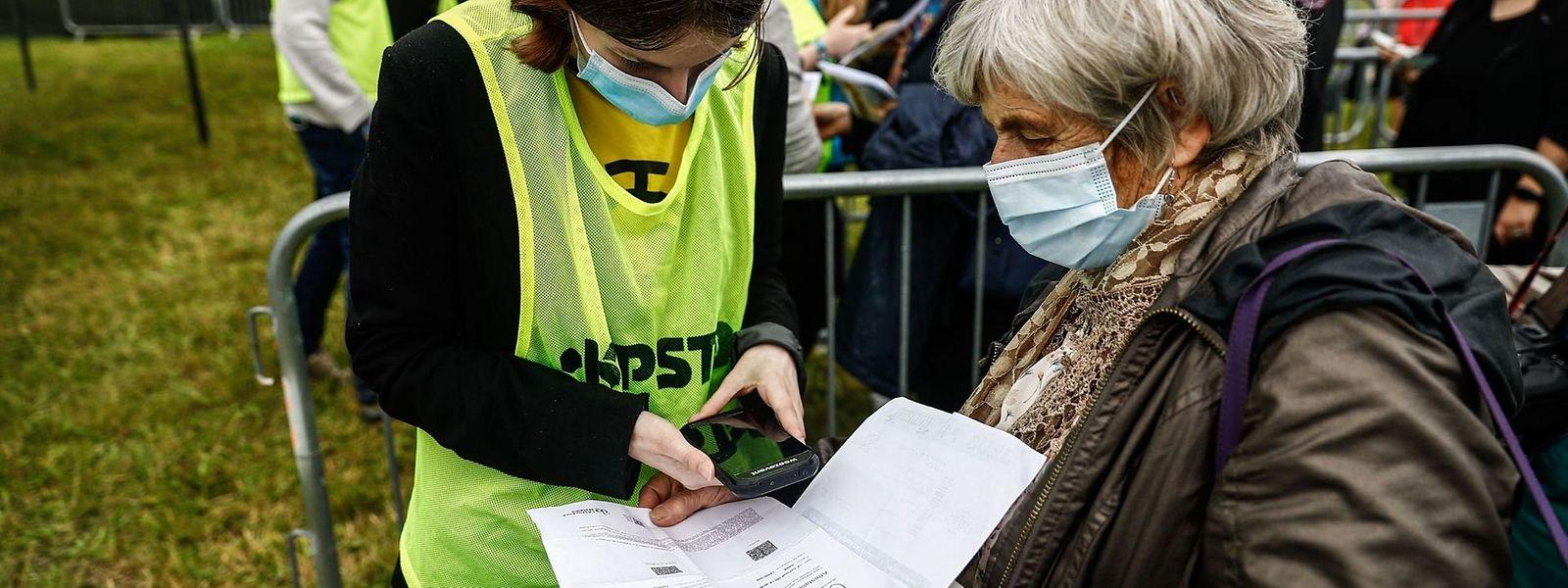 Jusque-là limité à certains évènements rassemblant du public, comme les festivals, le Covid Safe Ticket sera obligatoire à l'automne dans d'autres secteurs d'activité.