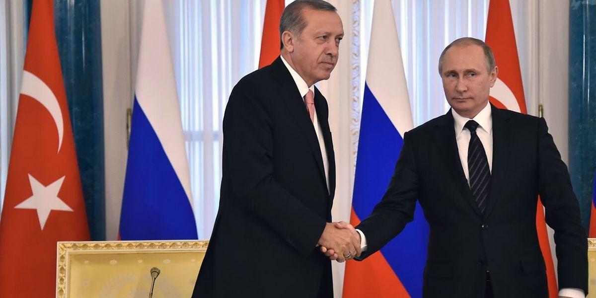 Der russische Präsident Wladimir Putin (r.) und sein türkischer Gegenpart Recep Tayyip Erdogan demonstrieren lange nicht gesehene Einigkeit.