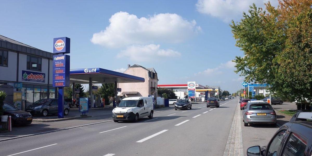 Tankstelle an Tankstelle und Stoßstange an Stoßstange, so präsentiert sich zuverlässig die N3 in Frisingen jeden Morgen und jeden Abend.