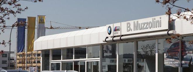 """Hier soll die neue Sporthalle entstehen. Das Autohaus Muzzolini wird umziehen, das Autohaus der """"Renault Retail Group"""" (RRG) bleibt."""