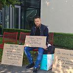 Dono de um bar faz greve de fome frente à comuna de Steinsel
