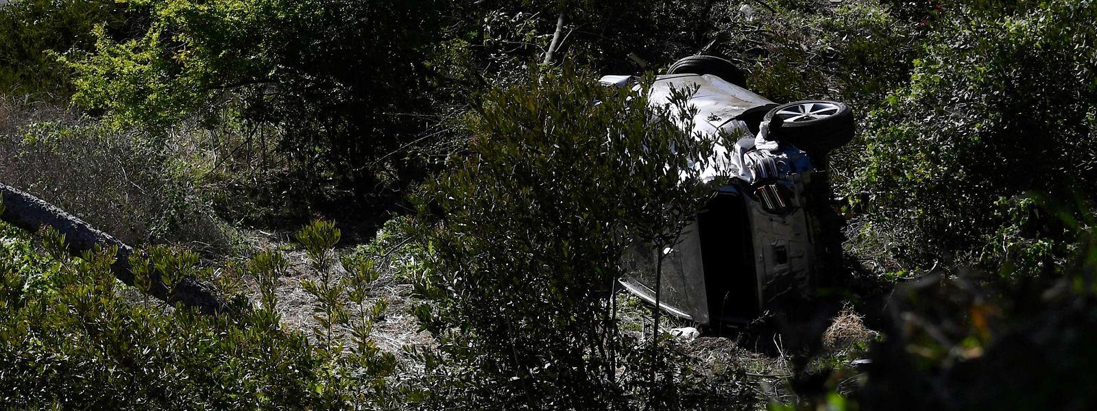 Das schwer beschädigte SUV von Tiger Woods nach dem Unfall.
