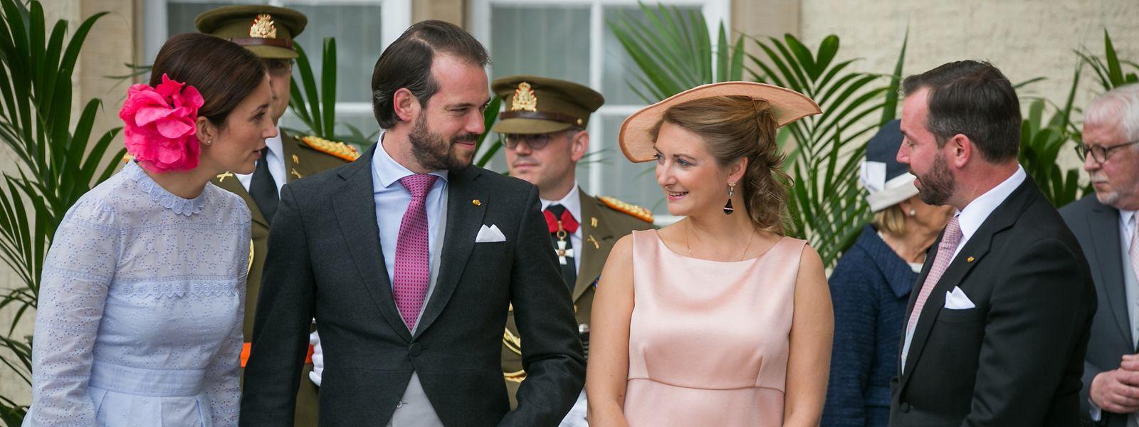 Prinzessin Claire, Prinz Félix, Erbgroßherzogin Stéphanie und Erbgroßherzog Guillaume tauschten sich angeregt aus.