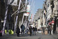Corona-Virus, viele Menschen noch in der Fussgängerzone Alzettestrasse. Momentaufnahme 30.03.2020 17h 30. Esch Alzette, Foto: Guy Wolff/Luxemburger Wort