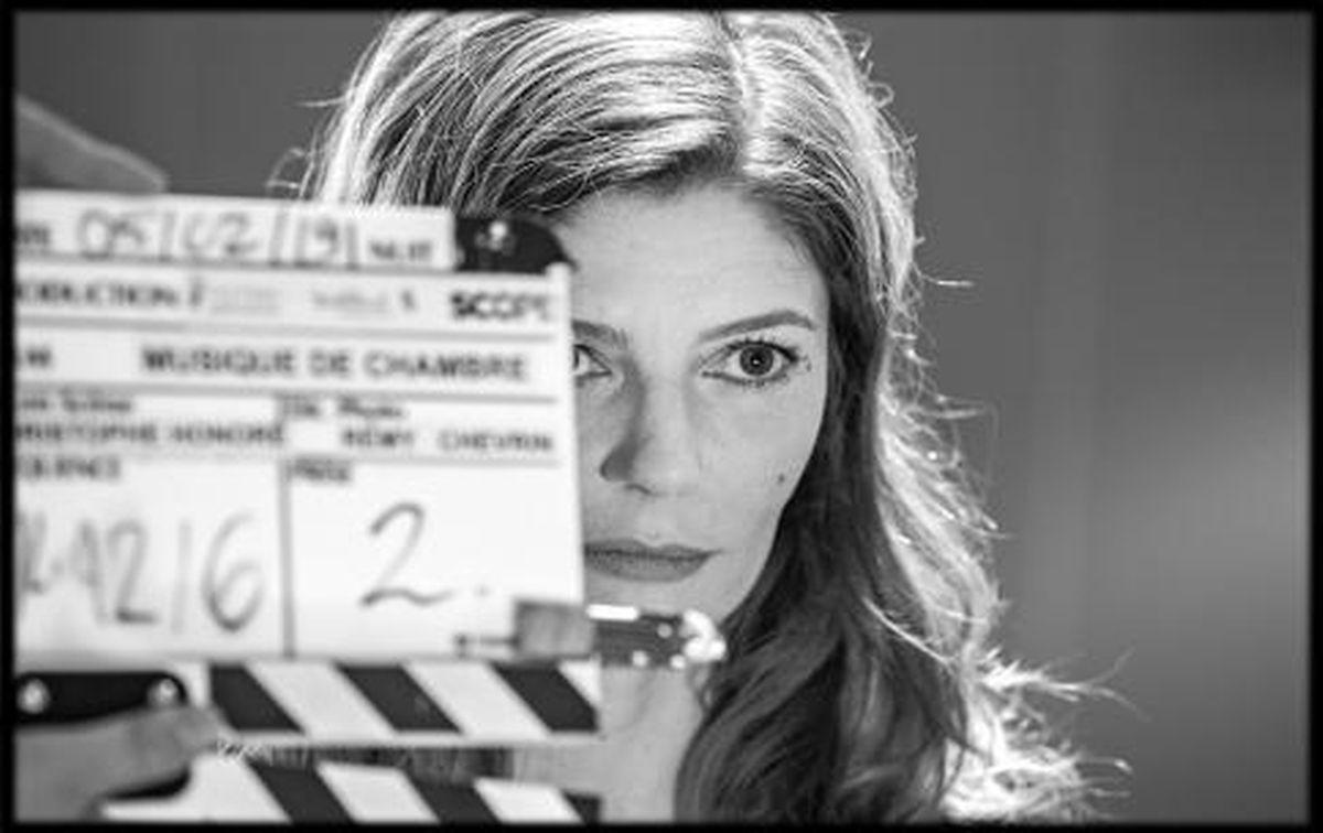 Chiara Mastroiani lors du tournage de Chambre 212.