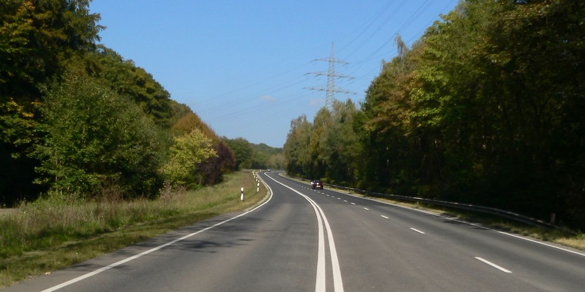 Die Nationalstraße gilt im Ösling als verkehrstechnische Lebensader und unfallträchtige Todespiste zugleich.
